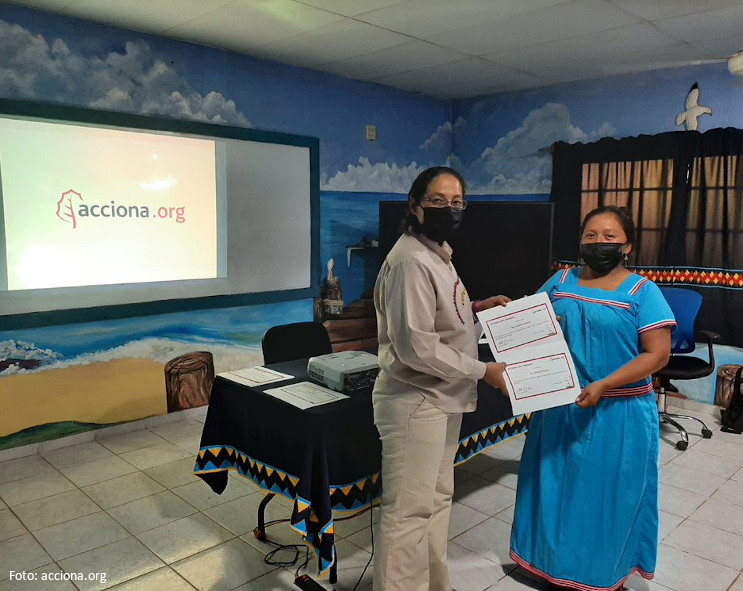 We held the first workshop with Luz en Casa Ngäbe-Buglé entrepreneurs